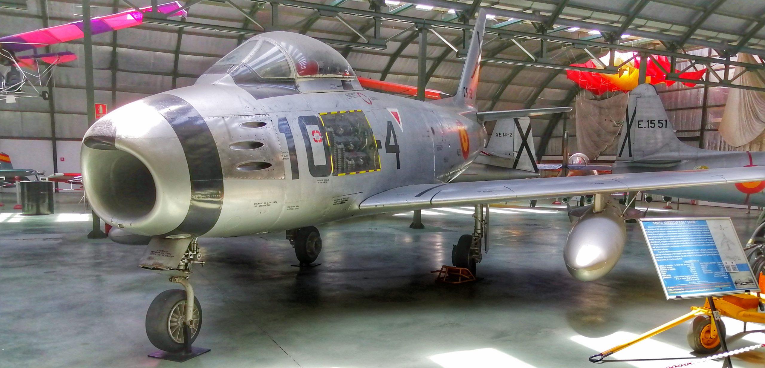 Noth American F-86 (Sabre).